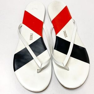 Tkees Barre white leather flip flops in Salsa